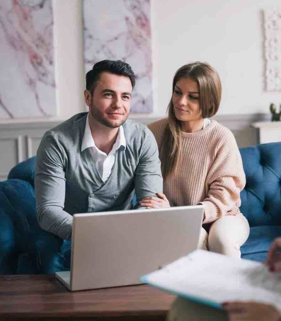 Ehepaar lässt sich beim Strafverteidiger beraten