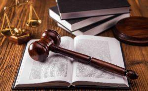 Richterhammer, Gesetzbücher, Waage