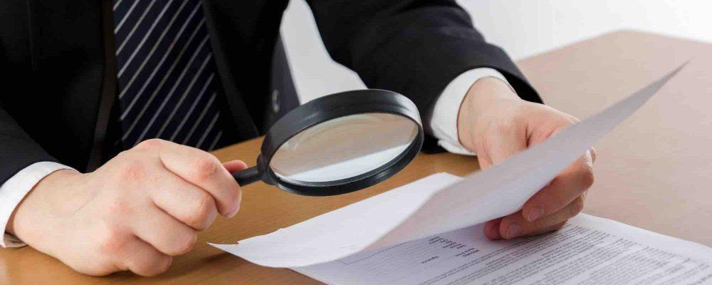 Anwalt untersucht Urkundenfälschung